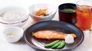 焼鮭朝定食 ご飯 味噌汁 小鉢 漬物 ドリンクバー付き