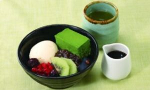 抹茶とフルーツのクリームあんみつ