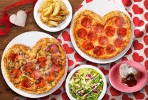 ハートのピザ1枚+Mサイズピザ1枚+サイドメニュー3品