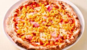 たっぷりコーンとベーコンのピザ