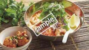 盛岡冷麺 トムヤムスープ仕立て+ピリ辛ヤンニョムチキン2個