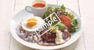 十三穀米のアボカドロコモコ キヌアサラダ・トマトスープ添え