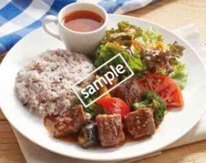 みすじカットステーキと野菜のてりやきごはん キヌアサラダ・トマトスープ添え